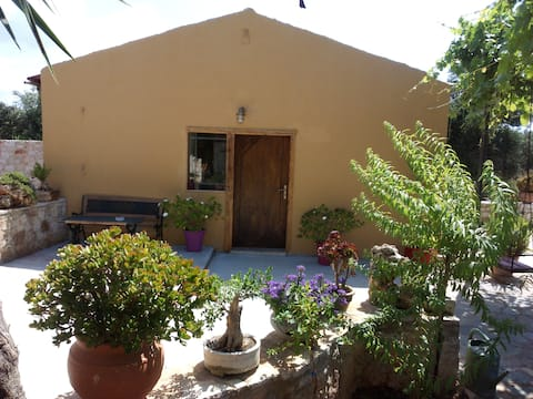 Traditonal Guesthouse near airportLive like Cretan