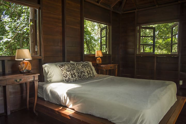 'In The Trees' the sweetest wooden cabin for two with en-suite bathroom