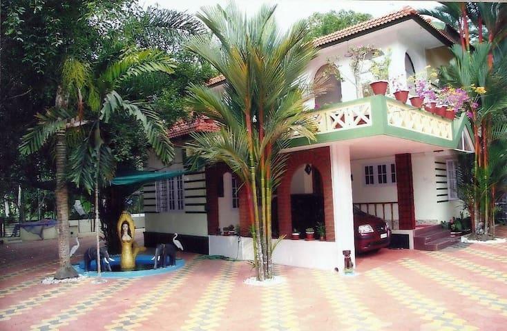 Royal Homestay - An Eco friendly family homestay - Thellakom - Bed & Breakfast