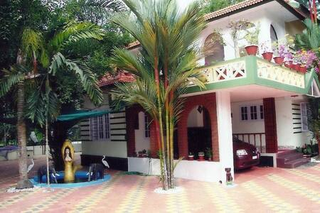 Royal Homestay - An Eco friendly family homestay - Thellakom