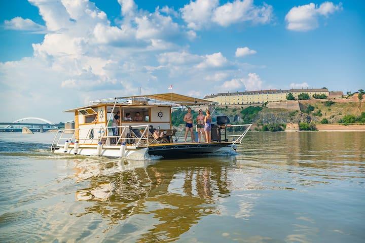 Catamaran for a day / Katamaran na dan