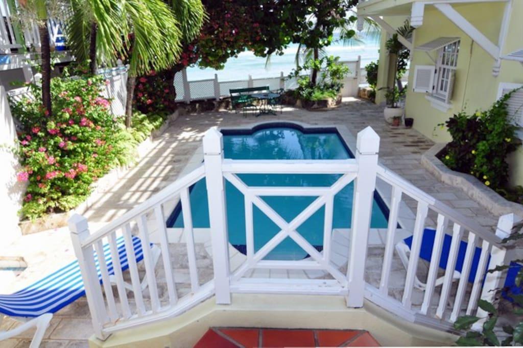 Beachgate pool --- A refreshing dip after a sea bath is always good!!
