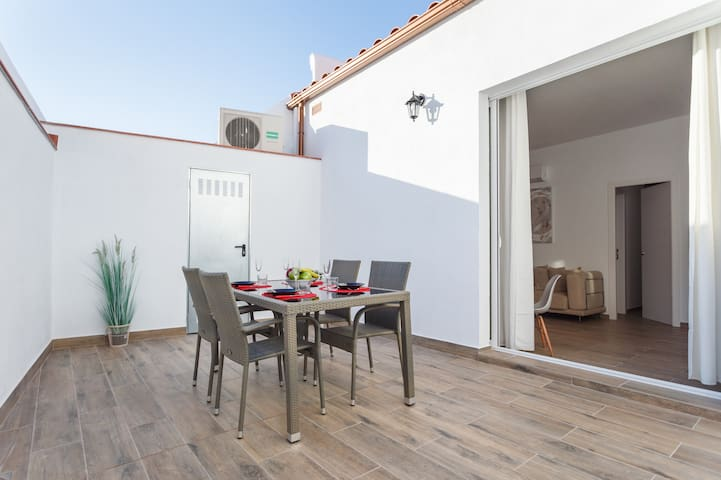 20km from Barcelona and next to the beach, terrace