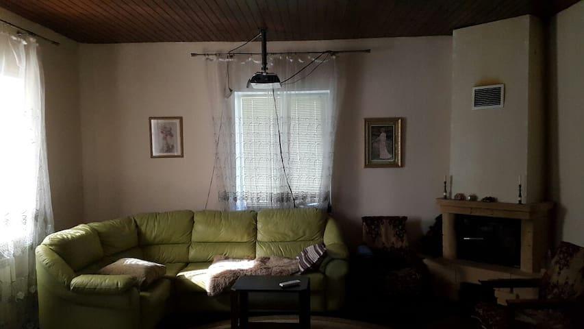 Отдых в 3-х этаж. загородном доме с лесом! - Pokrov - Talo