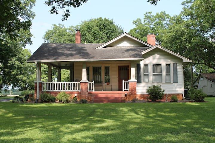 Quaint country home near Clemson - Six Mile