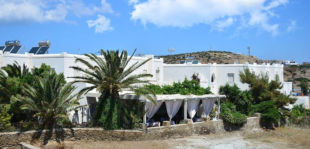 "Apartments-Studios-Rooms ""Meltemi"" - Σχοινούσσα"