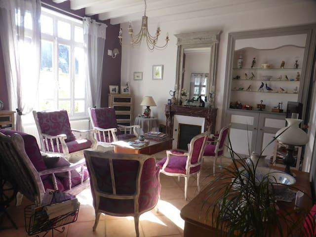 chambre lit double avec balcon vue sur parc - Allonnes - บ้าน