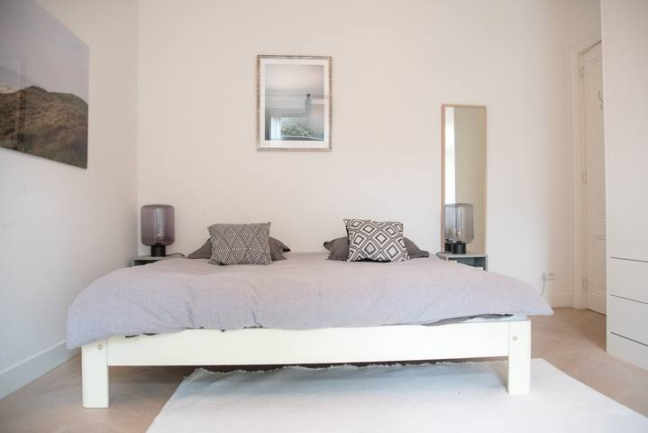 Master bedroom on the first floor, with a 200x200 bed. The room is located on the backside of the house.