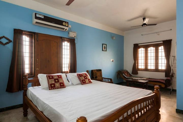 Ponni illam - King Bed Room