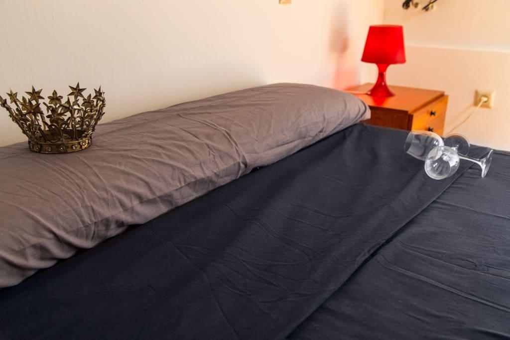 Cama de 1.35 con colchón nuevo.