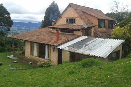 Acogedora casa rural - Subachoque
