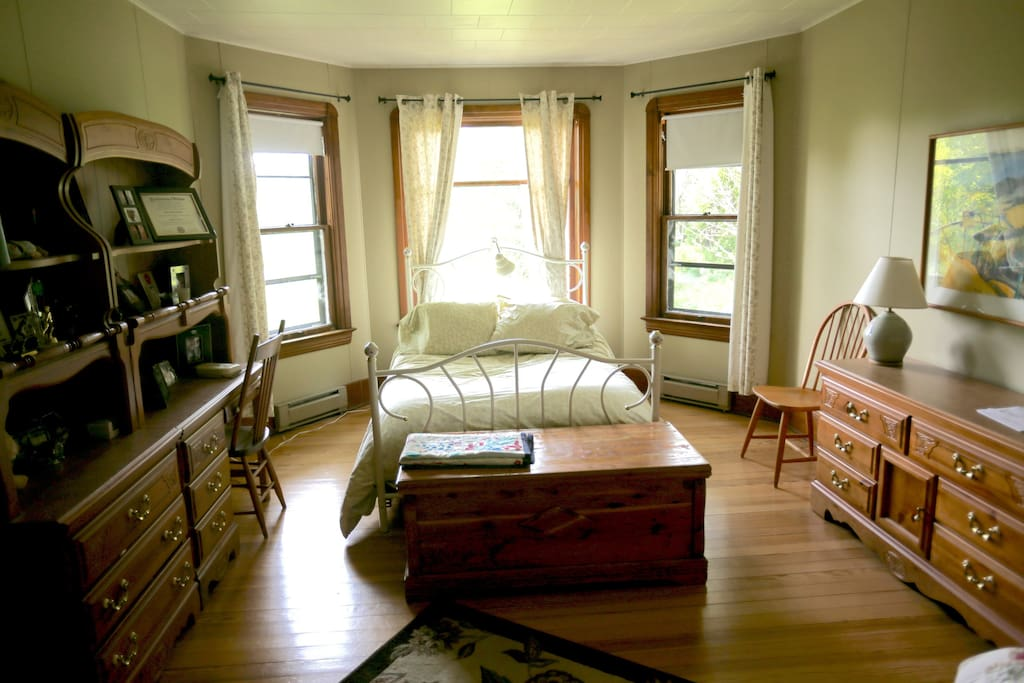 Guest room has a full bed and a queen-size futon. Room #1 is bright & sheery with a view of the garden and woods behind the house.
