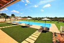 Finca rustica con piscina y pista de volleyball