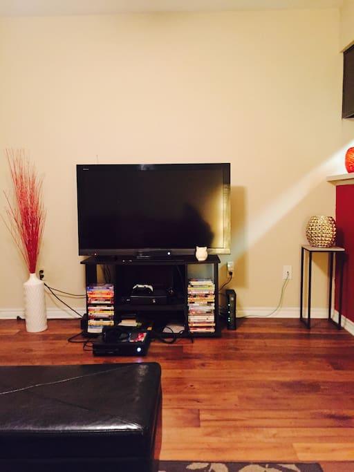 50 inch tv, wifi, Netflix, Hulu