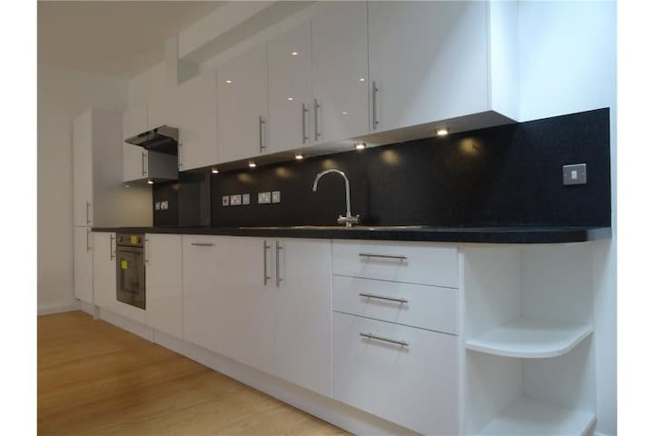 Light & airy 1 bedroom apartment. - Barnes - Appartement
