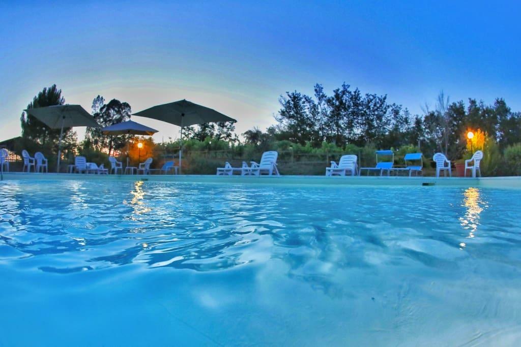 piscina con possibilità di bagno in notturna