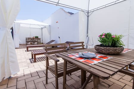 COZY TERRACE - CENTRAL LOCATION NEW
