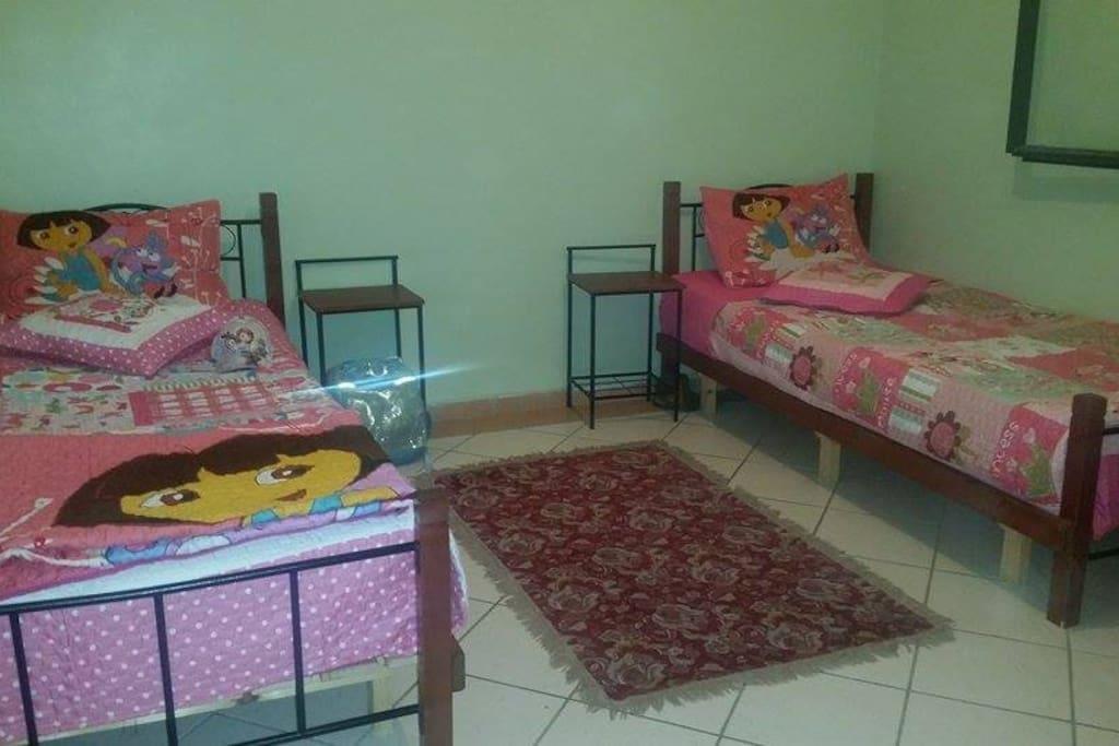 deux lits pour enfants