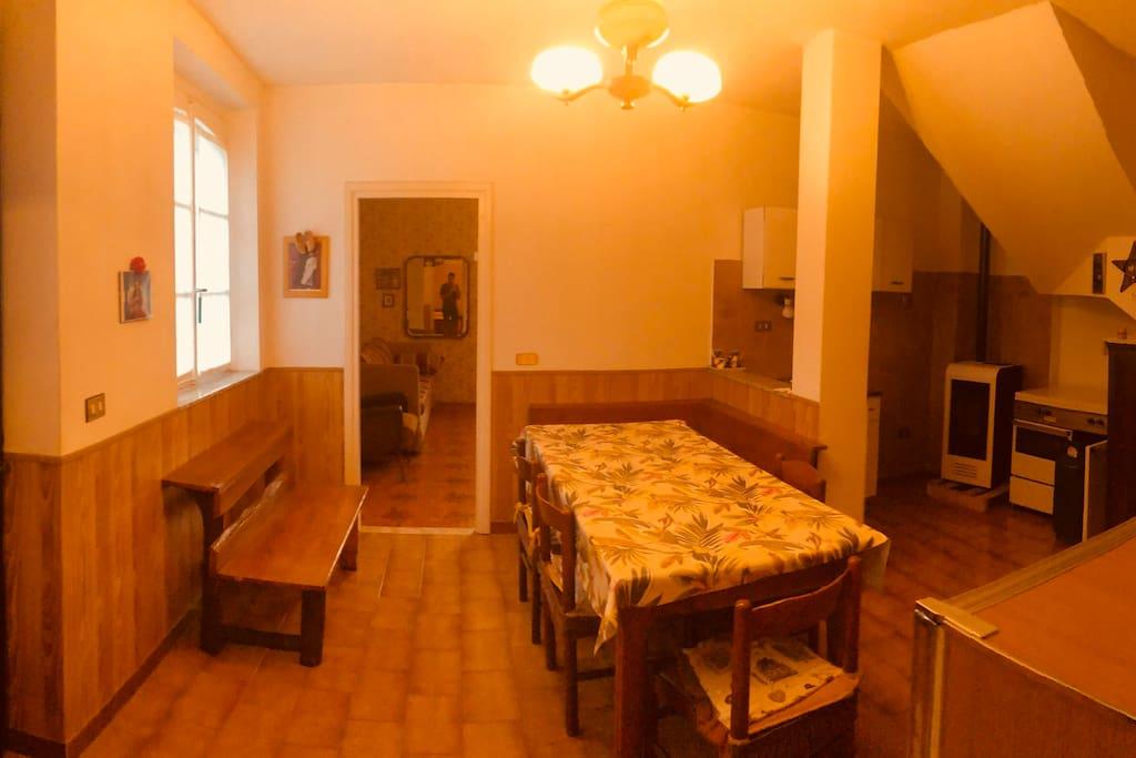 Vista della sala e cucina
