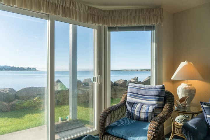 Bayfront/Oceanfront condo located in the Taft District of Lincoln City