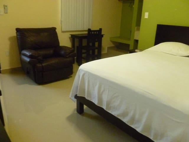 Habitación sencilla, pregunta por la disponibilidad.