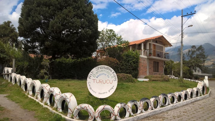 Family House, Bed&Breakfast in Turuku-Cotacachi