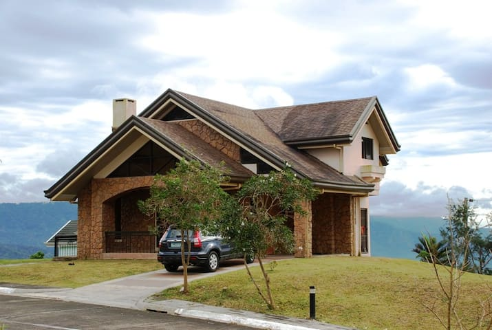 Lake View @ Canyon Woods - Tagaytay - Rumah