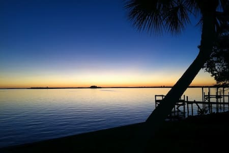 Upscale home with sailboat access - Port Charlotte - Rumah