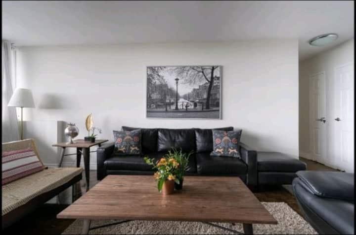 Big&Bright 2bdrm apartment , free parking+wifi