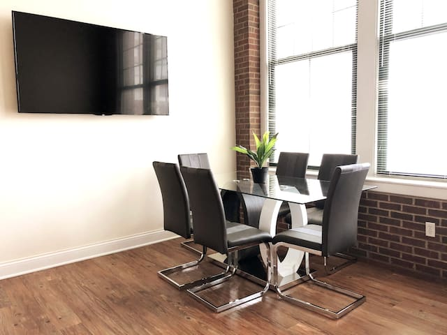 Trendy & Modern Loft Downtown Indianapolis