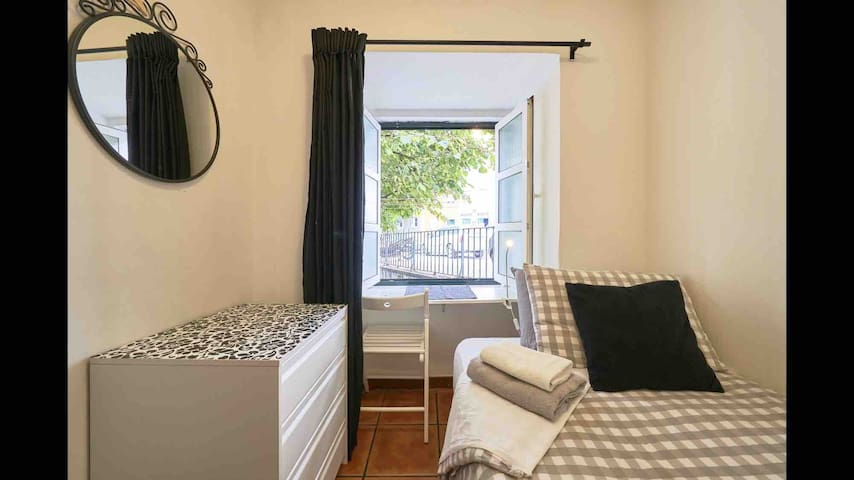 Room in Lisbon's heart next Avenida Liberdade!