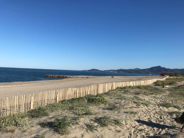 Sur la plage  Saint Cyprien Sud (66), T2 ***clim.