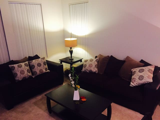 Cozy 1bd Condo parking available - Canyon Country - Lägenhet