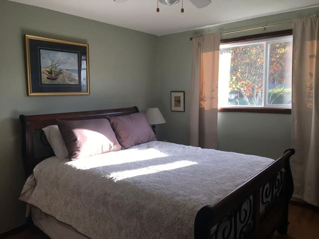 Lovely Bluff room, private entrance, kitchenette - Oregon City - Maison