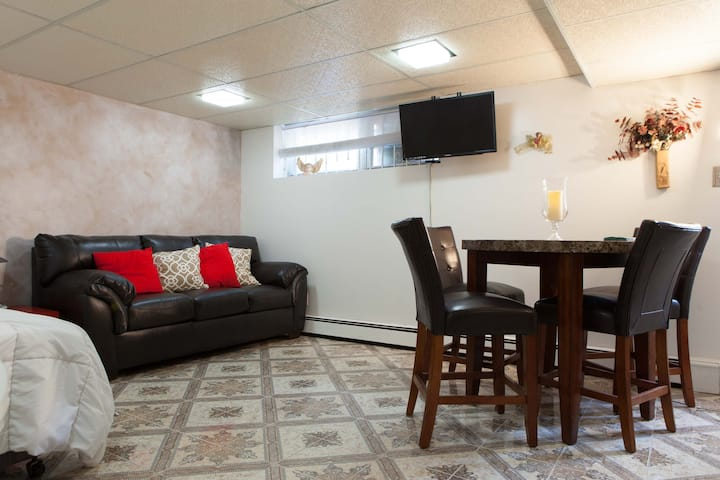Private whole apartment- 10 min from Manhattan!