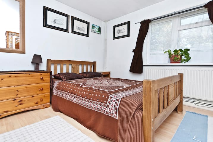 Clean Double Room-West London - Ealing - Apartamento