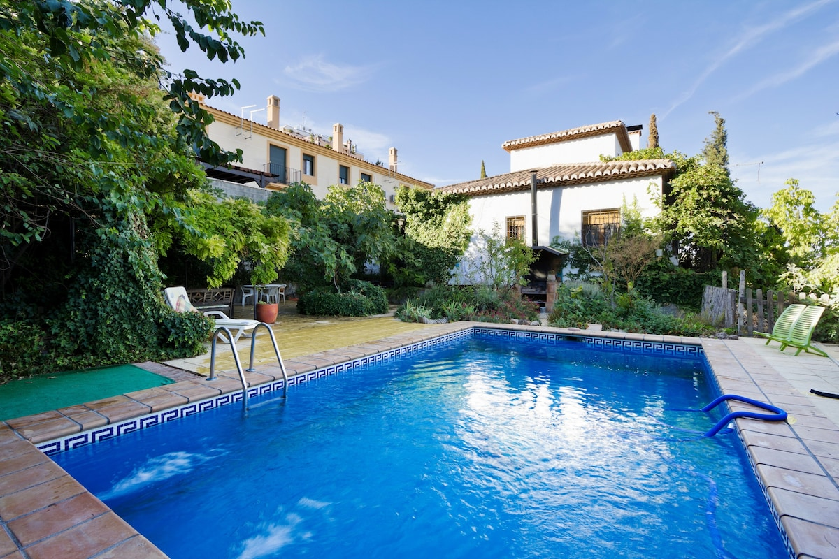 Casas con piscina y jardin interesting jardn con piscina for Piscina martorelles