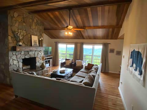 Views and Central location!  Grandview Getaway