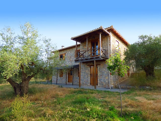 Luxurious Mansion in olive grove & view to Mystras - Magoula - Rumah bandar