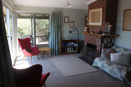 Cosy Cottage in Bush Garden - Wangaratta South