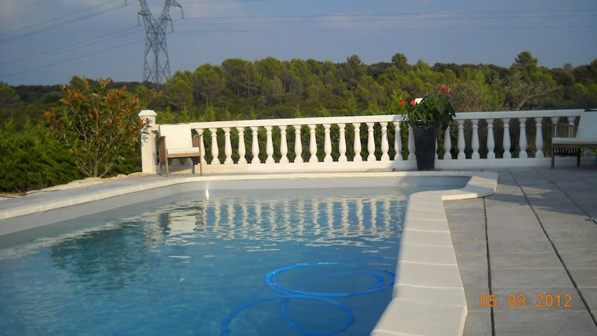 15mn de Montpellier gite 50 m2 (piscine ,  calme) - Montarnaud - Huis