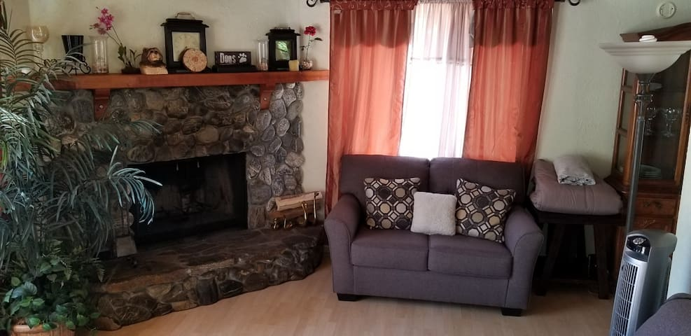 Cozy Big Bear Cottage