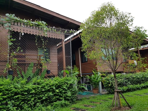Cozy Stay in Old Town,Chiangmai (Bungalow 4)