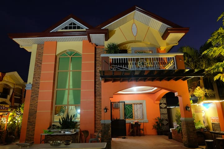 EXCLUSIVE MAIN VILLA @TheOrangeHouse (4Rooms)