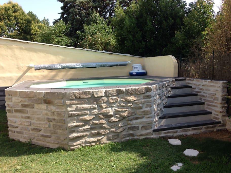 Villa avignon piscine jardin clim villas louer avignon for Escalier piscine amovible