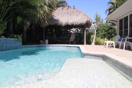 Tropical pool, 4 BR 3 BTH; 1.5 miles to beach