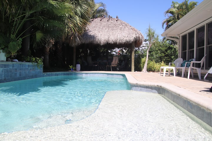 Tropical pool, 4 BR 3 BTH; 1.5 miles to beach
