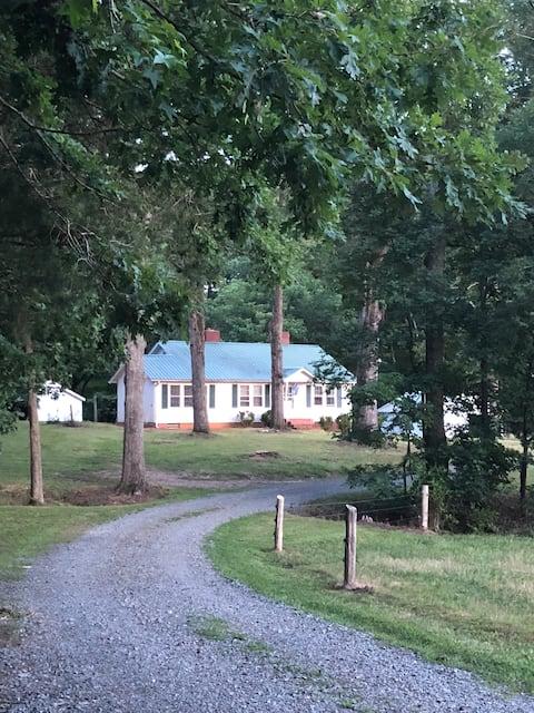 Peaceful Acres Farmhouse at Fine Family Farm