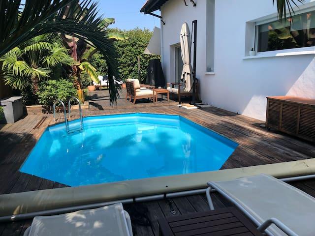 VILLA BELLA piscine chauffée Proche de la Plage