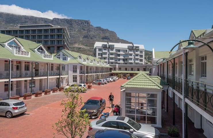 Secure 4-person apartment - Heart of Cape Town